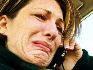 crying-woman-on-phone