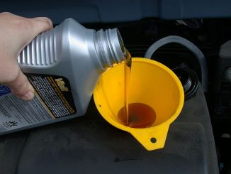 640px-motor_oil_refill_with_funnel